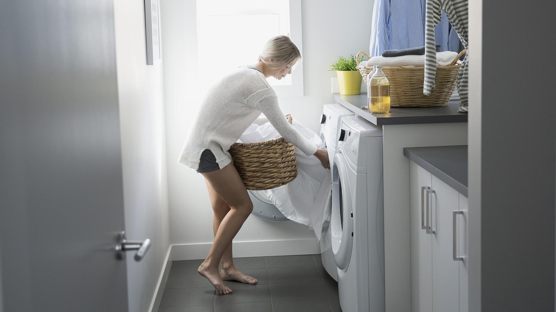 Cuci sprei bekas ngompol bayi